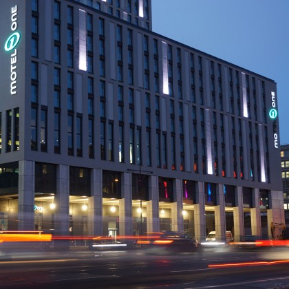 polycon – BV: Motel One in Berlin / DE